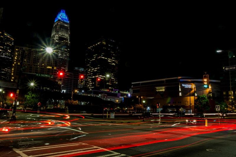 Incautan 60 vehículos por carreras callejeras y otros delitos en Charlotte