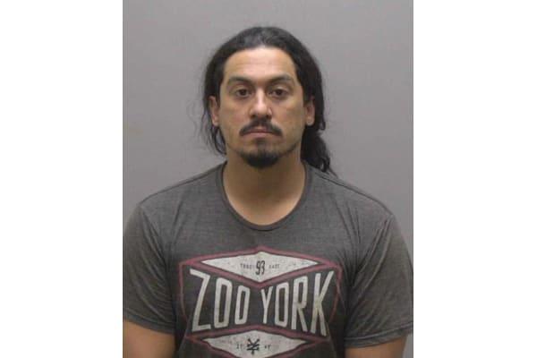 Latino acusado de posesión de drogas