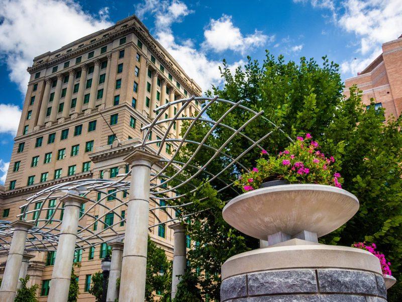 El Palacio de Justicia del Condado de Buncombe. © jonbilous / Adobe Stock