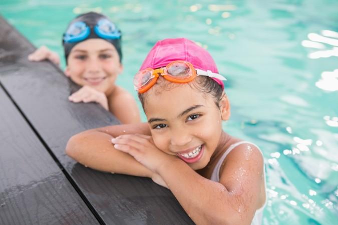 Clases de natación gratuitas para niños en hogares temporales en Greensboro