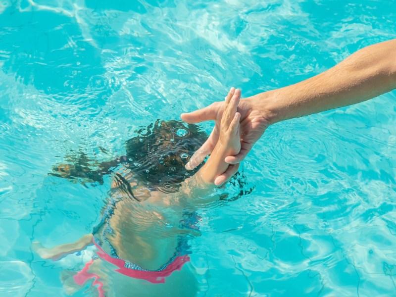 Cómo prevenir que un niño se ahogue