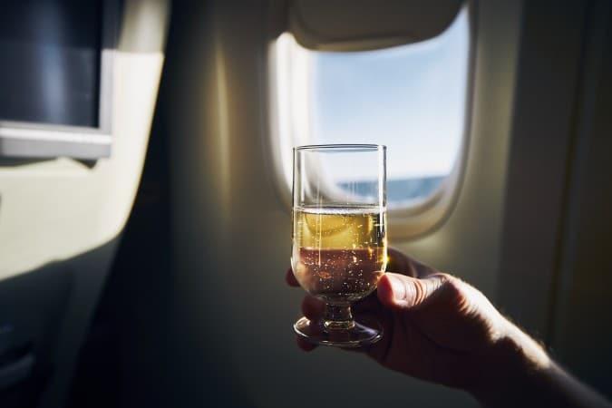 American Airlines extiende la prohibición del alcohol