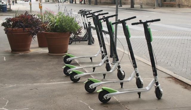 Cómo usar los patinetes y bicicletas eléctricos de Downtown Raleigh