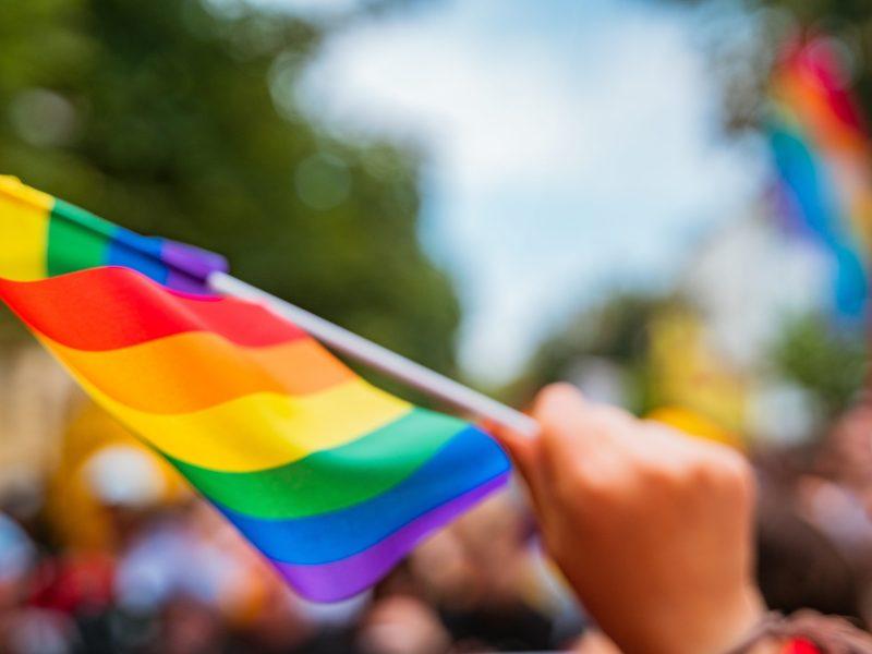 ¿Qué NO debemos hacer si nuestro hijo/a nos confiesa que es parte de la comunidad LGBTQ1+?
