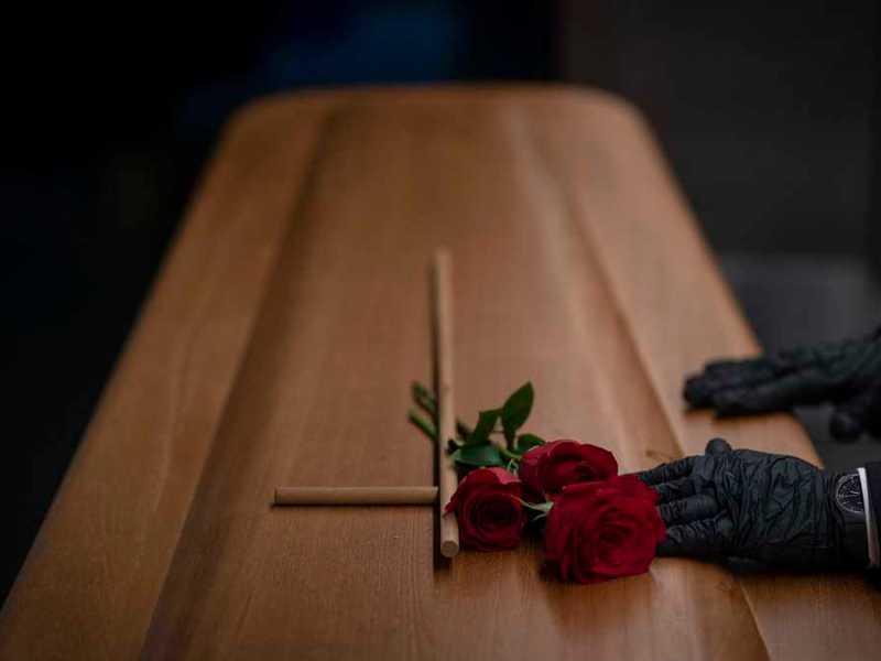 funeral-suspende-fallecido-movía