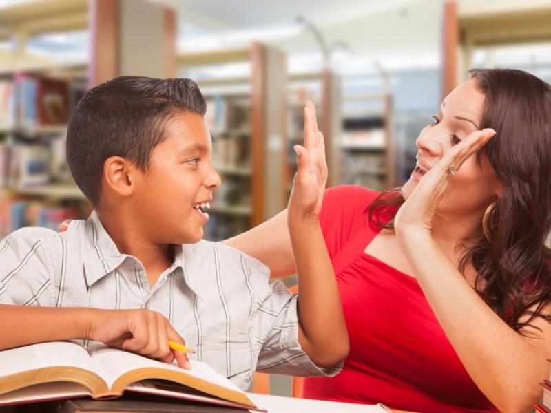 ¿Cómo se comprometerá CMS a mejorar sus escuelas?