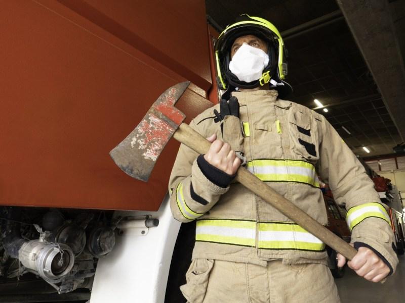 Tres bomberos hospitalizados tras brote de COVID-19 en Carolina del Norte