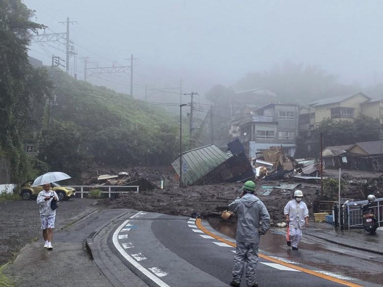 Deslave en Japón deja 4 muertos y 24 desaparecidos