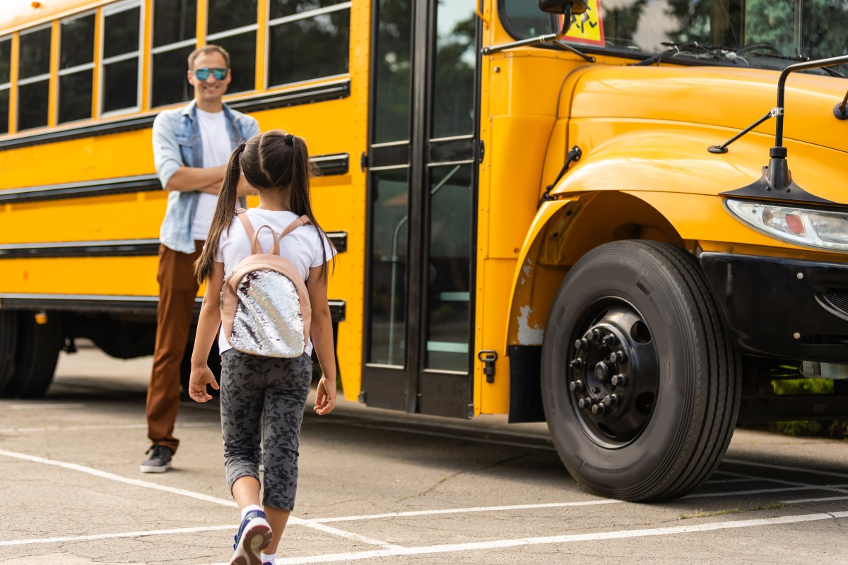 Distrito escolar ofrece bono de $1,000 a los nuevos conductores de autobuses