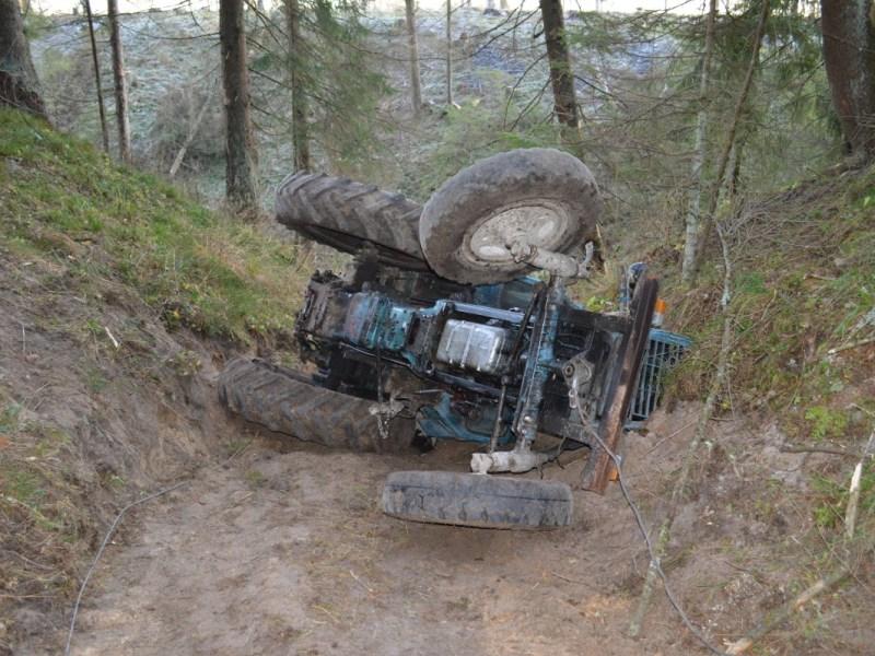 Empleado de obras públicas muere en accidente de tractor en Carolina del Norte