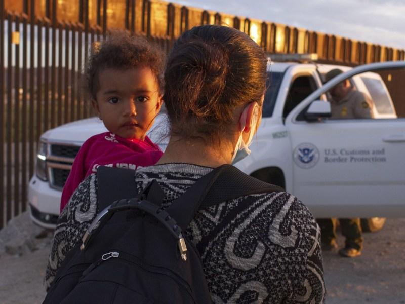 Hallan grupo de inmigrantes con 147 menores en Arizona