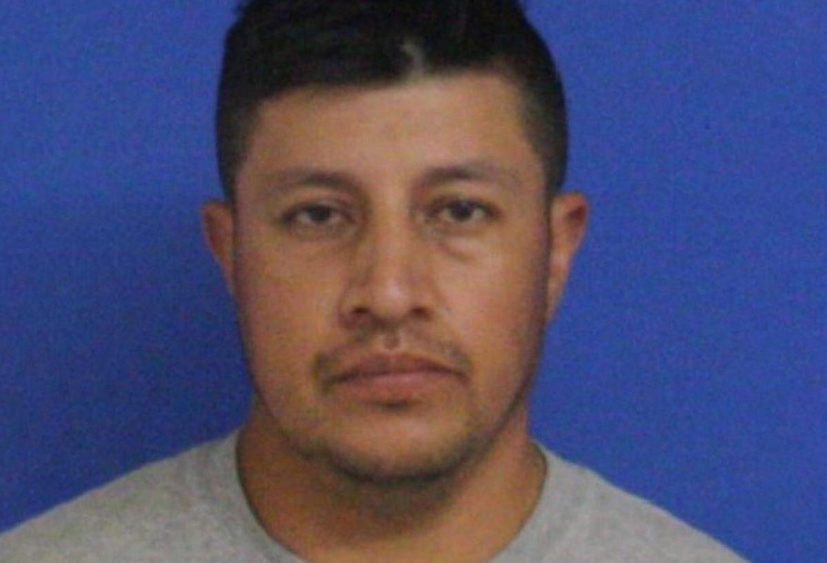 casero latino arrestado ropa interior