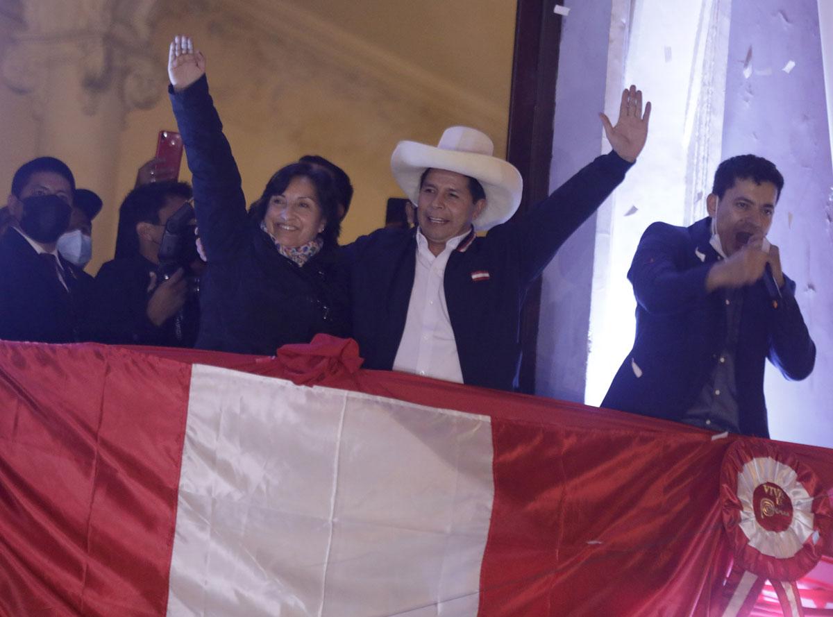 Proclaman a Pedro Castillo como presidente de Perú