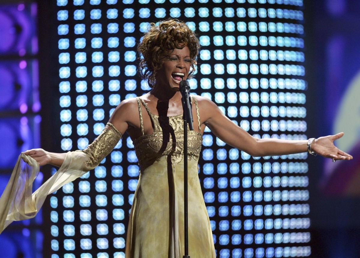 Whitney-Housrton-Holograma-concierto