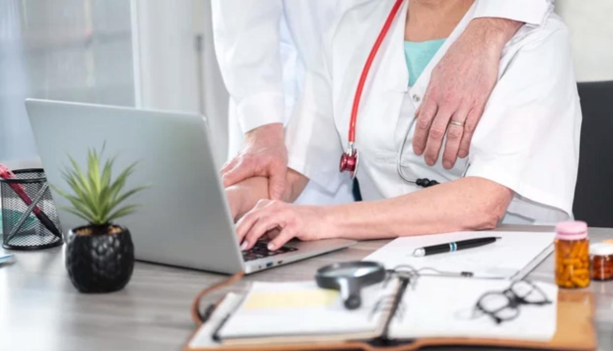 Acoso médico Enfermera