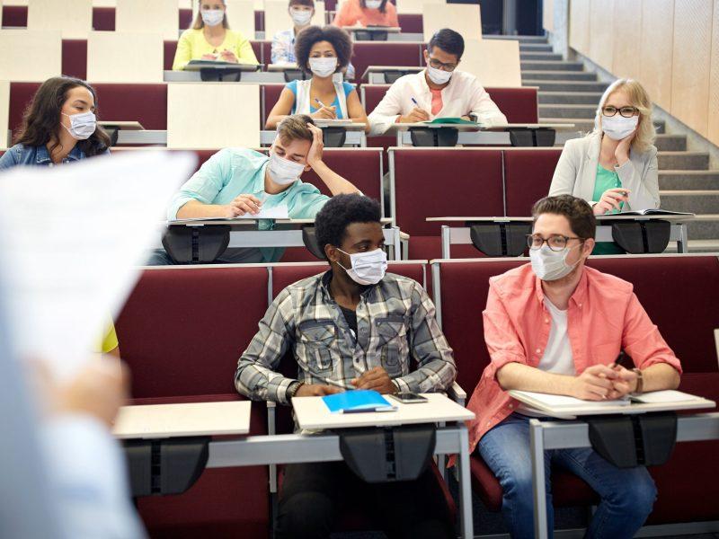 La Universidad de Duke requerirá el uso de mascarillas y la vacunación contra en COVID-19 en sus estudiantes. © Syda Productions / Adobe Stock