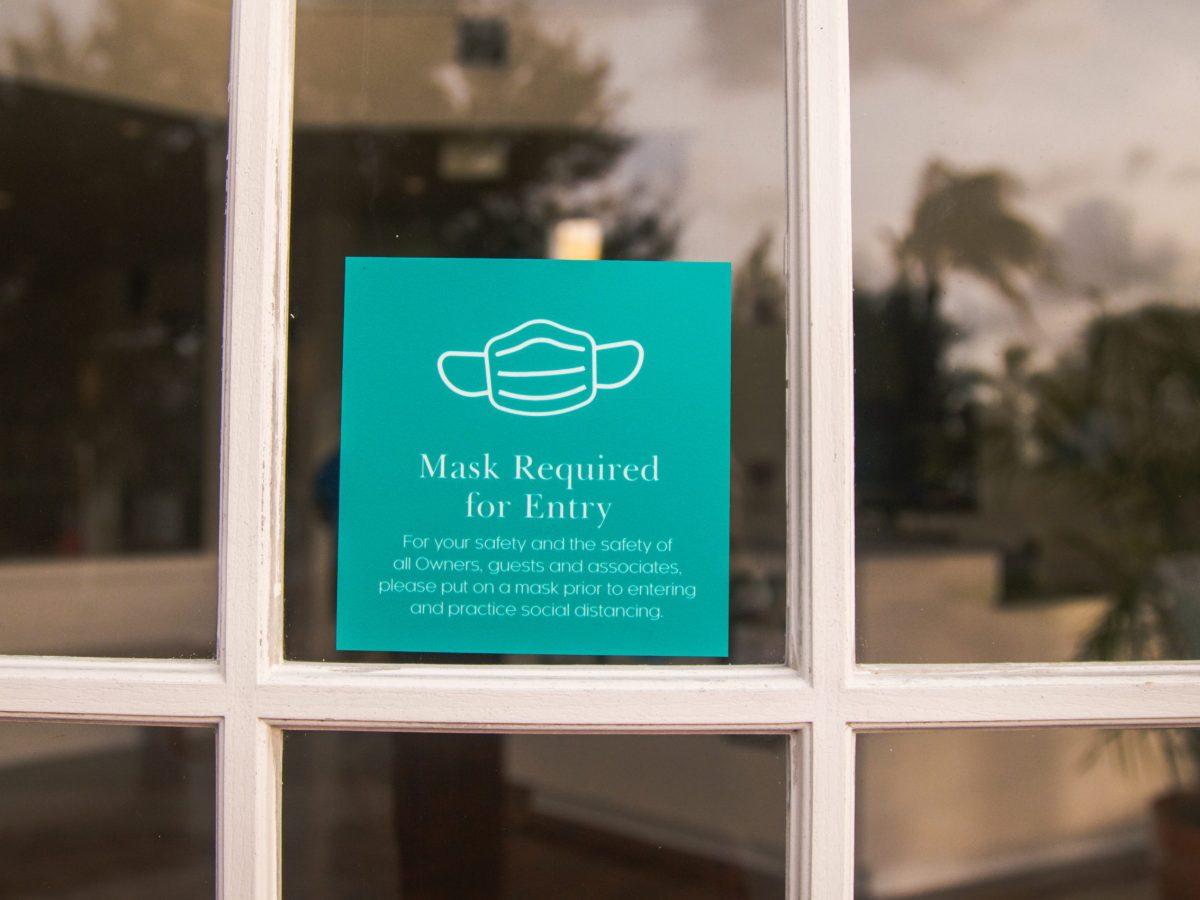 Empezando el lunes 9 de agosto, una orden requería el uso de mascarillas en todos los edificios en el condado de Durham. © Tamara Sales / Adobe Stock