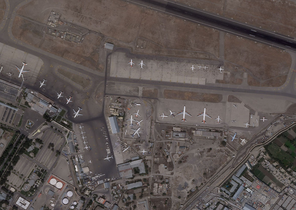 Cohetes impactan vecindario cerca del aeropuerto de Kabul
