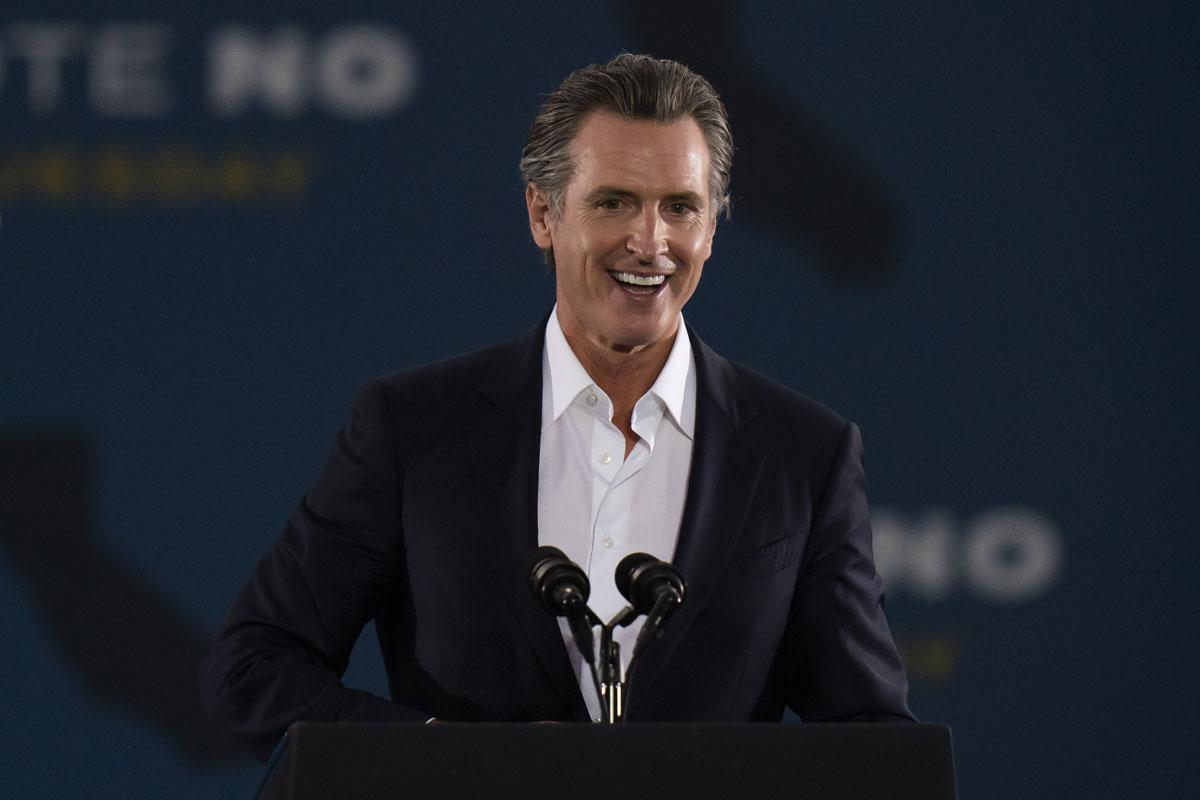 AP: Gavin Newsom sigue como gobernador de California tras referendo revocatorio