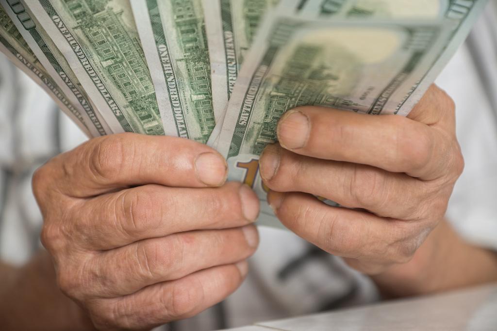 """""""Creí que era mi nieto"""": Estafan a abuelo con $2,000 en llamada falsa"""