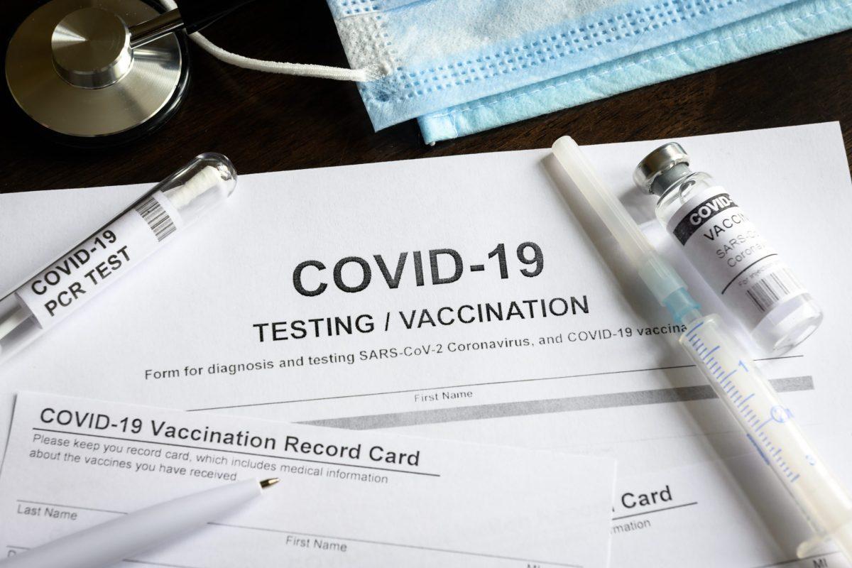 Empleados del condado que decidieron no vacunarse y no hacerse pruebas de COVID-19 fueron suspendidos sin pago. © scaliger / Adobe Stock
