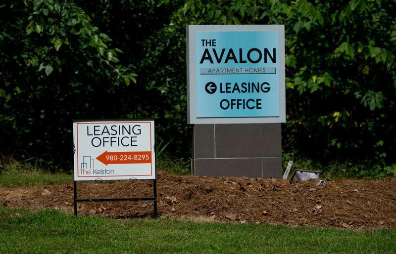 Los apartamentos The Avalon y The Kelston en el este de Charlotte tenían tasas de desalojo relativamente altas a pesar de una moratoria federal de desalojos. Foto CJC / Joshua Komer