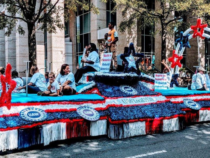 El desfile, que estaba programado para este fin de semana, ha sido cancelado por tasas de Coronavirus en el área. Foto via WBTV / Charlotte Labor Day Parade Committee 2019