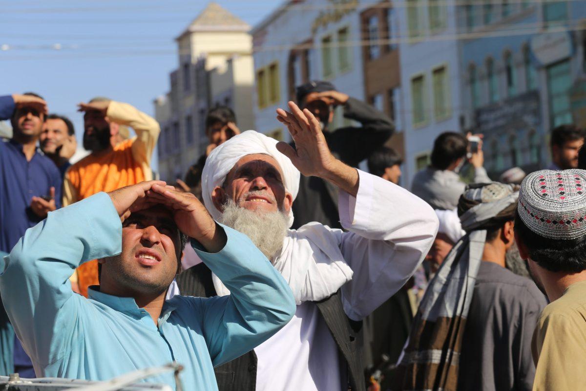 el-taliban-cuelga-cadaver-en-plaza-de-ciudad-afgana