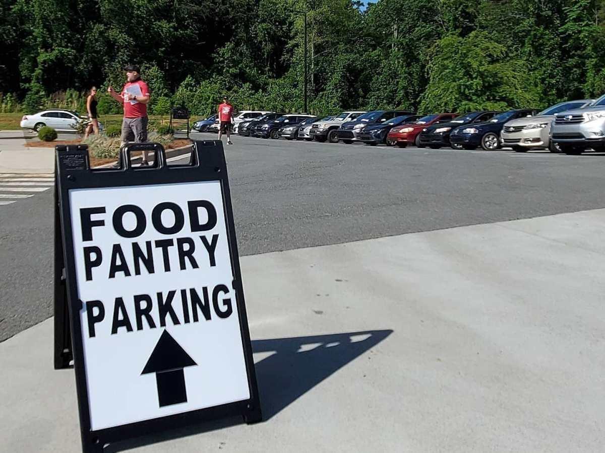 Este evento regala víveres a manera de autoservicio a cualquier persona que asiste. Foto Facebook / Hope Street Food Pantry