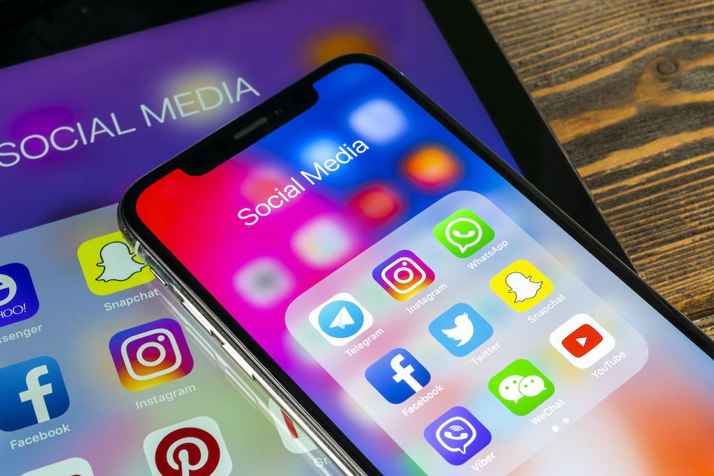 """Facebook radicaliza las ideas e Instagram es """"tóxico"""" para adolescentes"""