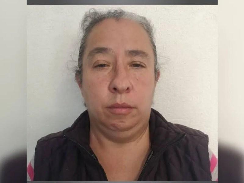 Condenan mujer prostituyó hija celular
