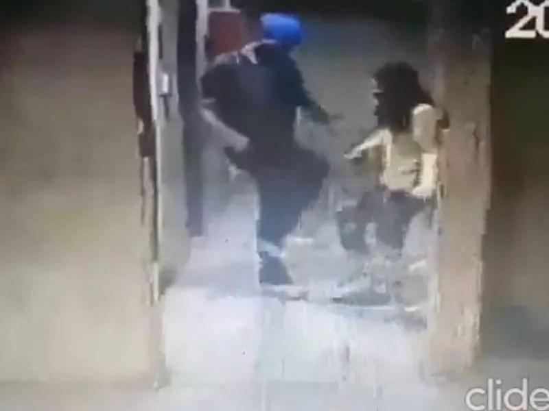 Matan perro guía mujer latina invidente patadas