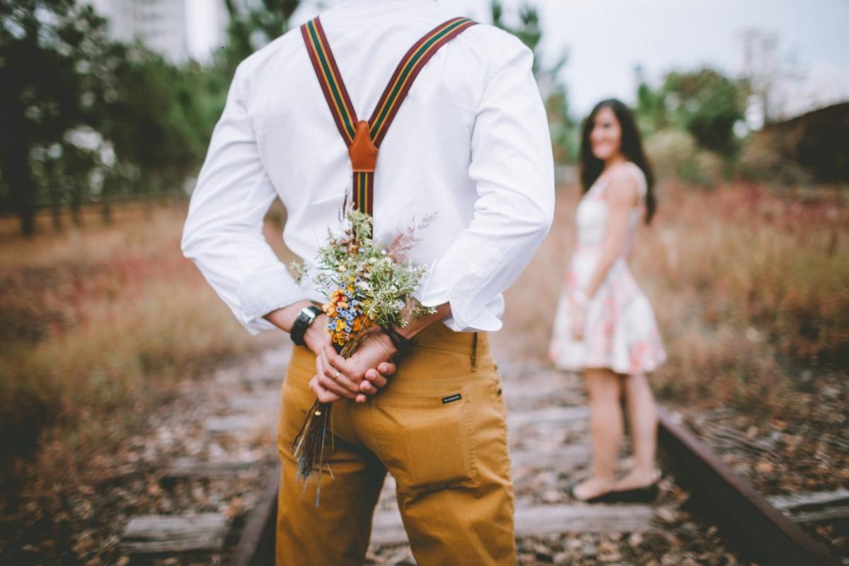 personas sin pareja ganan menos