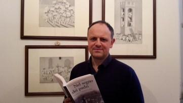foto Giacomo Marinelli Andreoli con libro