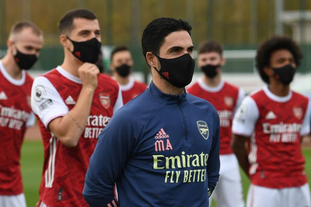 10-man Arsenal Hold Out for Draw at Leeds