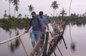 Jembatan darurat ke desa