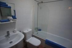 Casa Kathryn Master bedroom en-suite bathroom