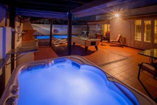 Tirnano Pool at night