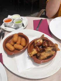 Croquettes & chicken wings