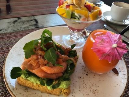 Avo toast with salmon