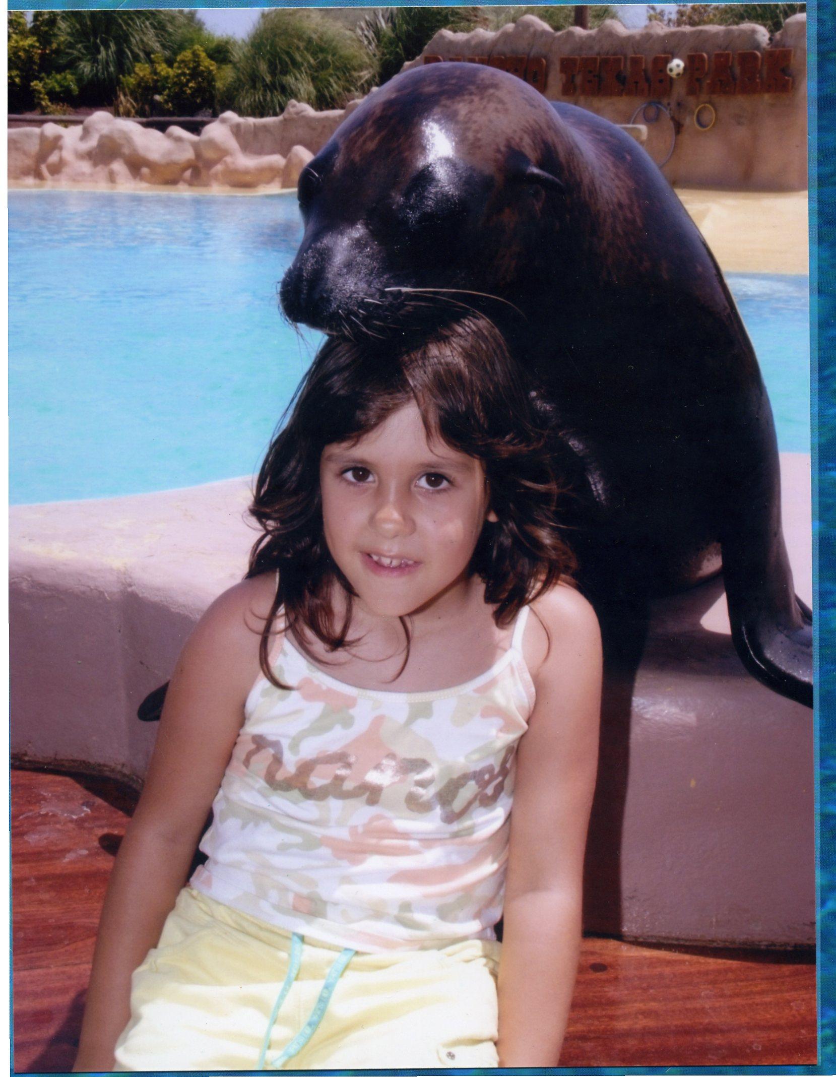 Hola este es mi amigo Nemo, tiene su casa en el, Rancho Texas Park, de la, Isla de Lanzarote,