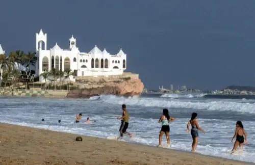 Image result for mujeres bellas en playas de mazatlan