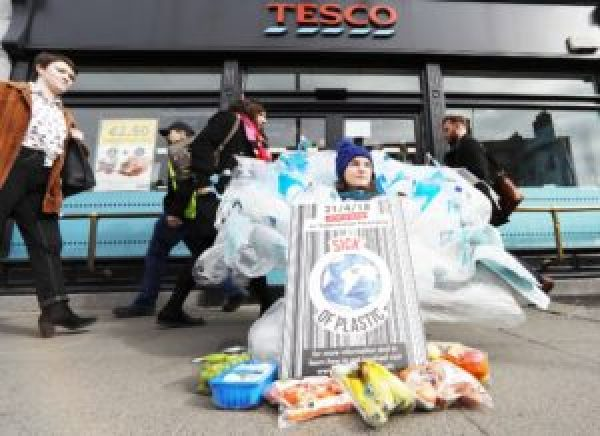 Thousands Of Shoppers Plan To Ditch Plastic At Supermarkets In Ireland