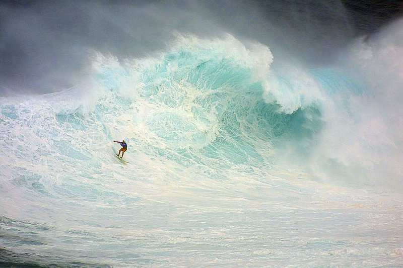 big-wave-surfing-extreme-jaws
