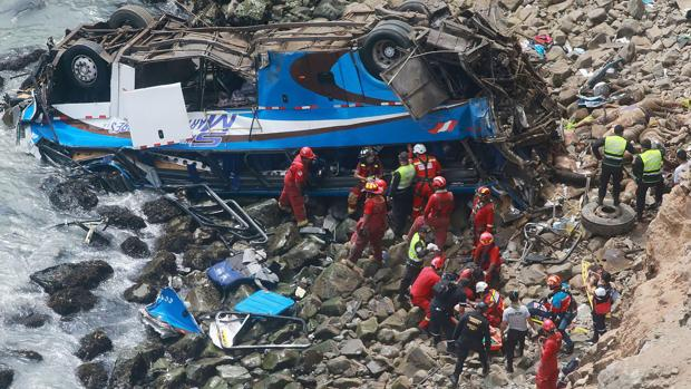 peru-autobus-se-desbarranco-produciendo-al-menos-48-muertos-numerosos-heridos