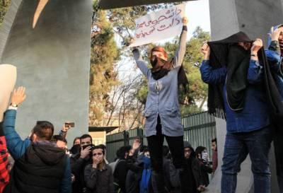 Después de 6 días continúan las protestas en Irán, con un saldo de 21 muertos y cientos de detenidos