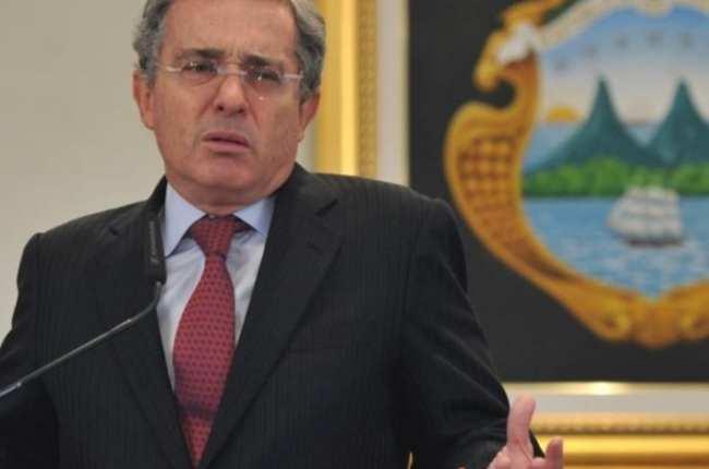 alto-tribunal-colombia-pide-investigar-alvaro-uribe-dos-masacres
