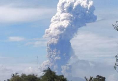 Otra catástrofe natural en Indonesia: entró en erupción el volcán Soputan