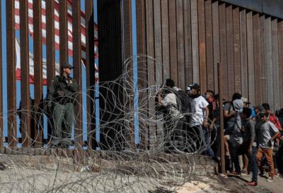 Represión en la frontera EE.UU-México: balas de goma y gases lacrimógenos contra los migrantes