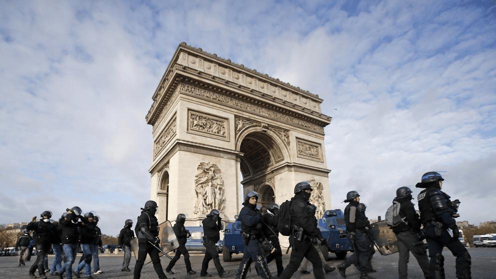 """Otro sábado negro en París dejó más de 1.000 detenidos entre los """"chalecos amarillos"""""""
